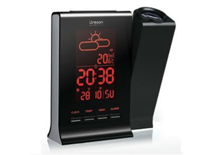 L'heure, la météo et la température extérieure projetée sur le mur de votre salon et visible en plein jour!